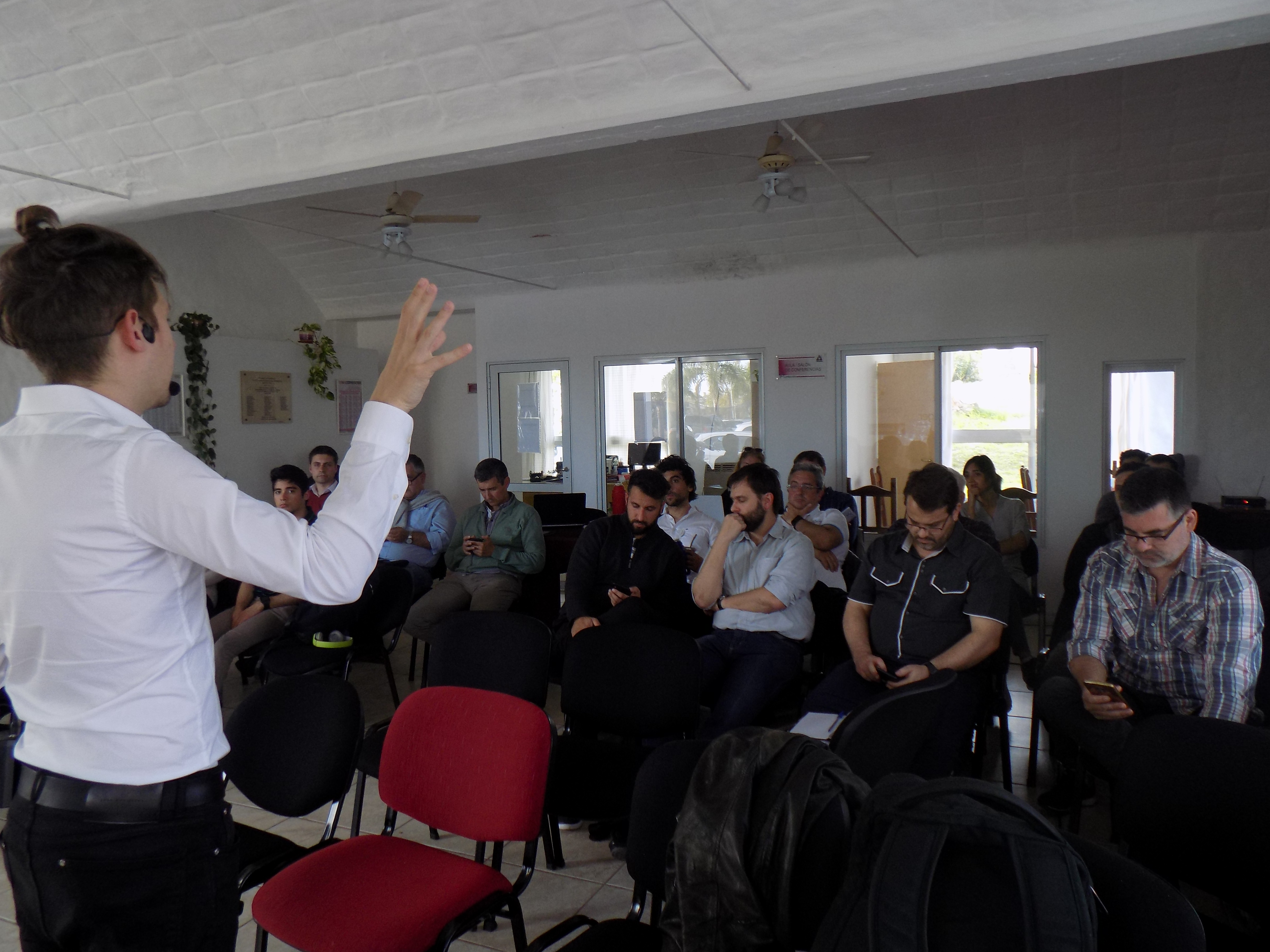 Se desarrolló el curso sobre Tecnología Blockchain y Criptomonedas