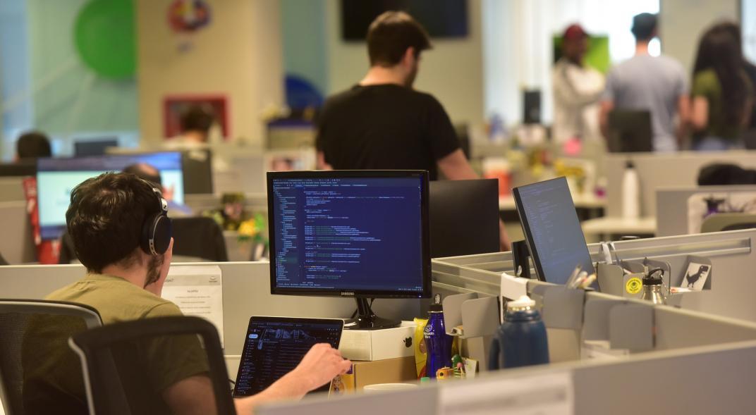 La informática, como profesión de riesgo, demanda ser regulada
